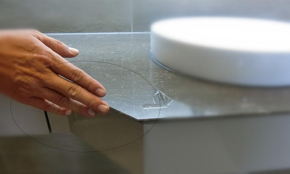 檢查檯面石材有無龜裂或撞凹痕