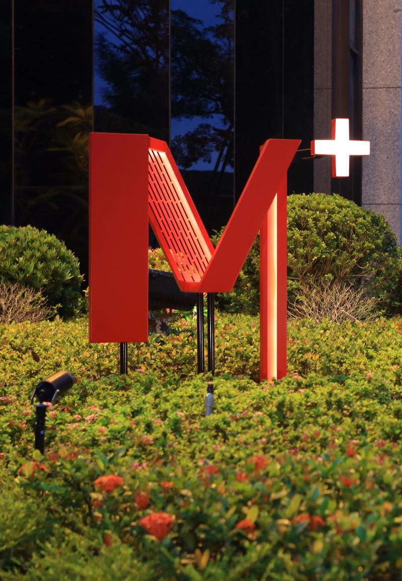 M+ 家徽燈光
